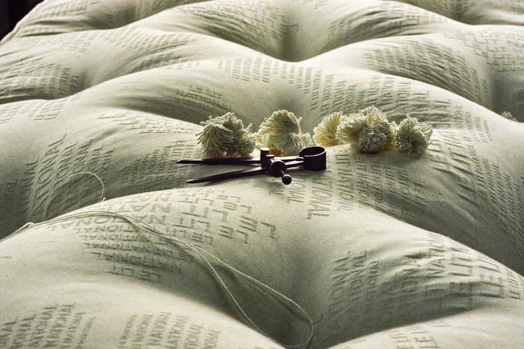 lit national le bec en l 39 air. Black Bedroom Furniture Sets. Home Design Ideas